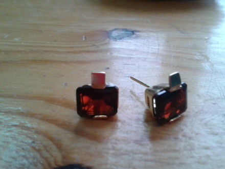 Garnet and 18ct yellow gold earring for Maya for her boyfriend Pierre, made and designed by me.